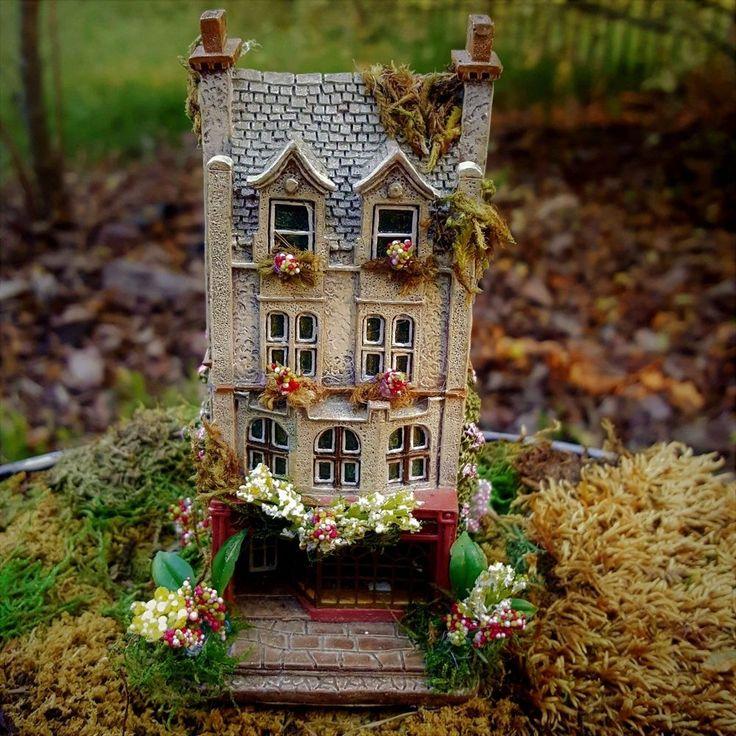 Attractive FAIRY GARDEN Cottage House Fairies Mini Dollhouse Moss Pink Flowers Berry  OOAK B
