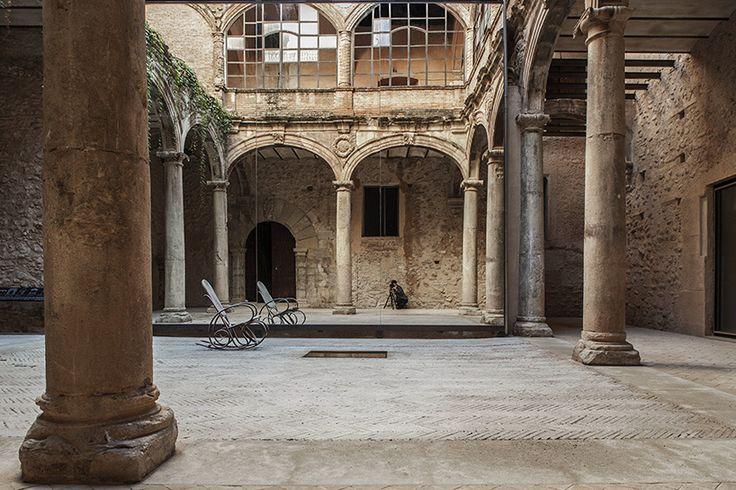 [Phenomenal work.] palau-castell renaissance cloister renewal by el fabricante de espheras - designboom | architecture