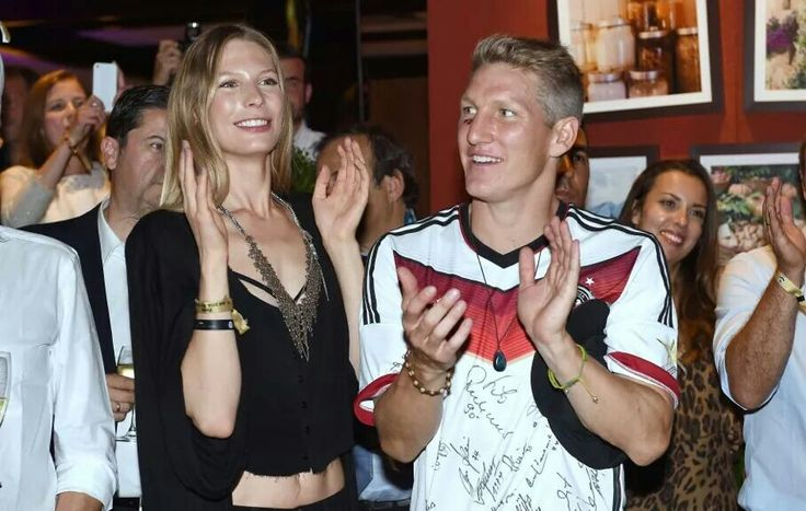 Sebastian Schweinsteiger mit Freundin Sarah Brandner