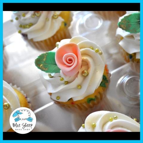 Pink & Gold Vintage Bridal Cupcakes