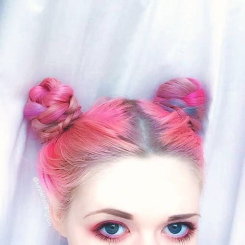 Another Picture of Kayla Hadlington's Pink Hair Hairstyle - http://ninjacosmico.com/9-fashion-tips-pastel-grunge/