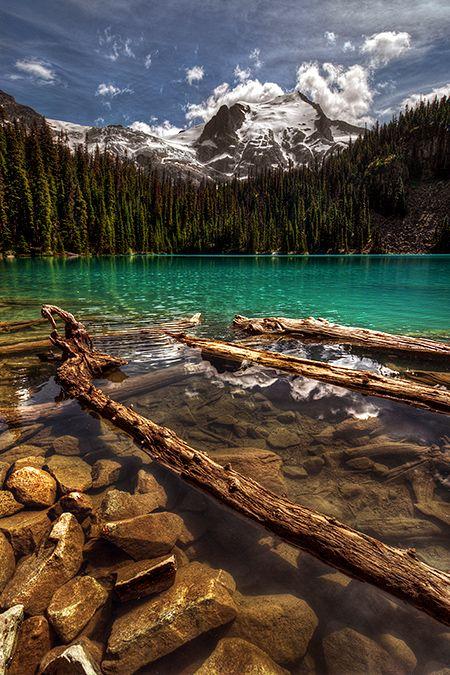 ✯ Middle Lake - Joffre Lakes Provincial Park - Beautiful British Columbia, Canada