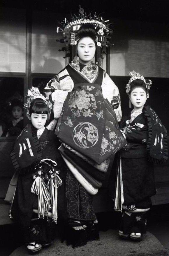 和洋折衷の香り漂う明治時代の日本女性の花嫁姿
