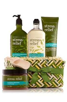 Eucalyptus Spearmint - Aromatherapy Spa Gift Set - Bath & Body Works - Give everyone on your list the spa treatment! Our ultra-pampering regimen begins with naturally exfoliating Sugar Scrub (13 oz) and luxuriously lathering Body Wash & Foam Bath (10 fl oz). Soothing Body Lotion (6.5 oz) and ultra-rich Body Cream (8 oz) offer deep moisture, while an aromatherapy blend of natural ingredients & essential oils benefit body, mind & mood. These stress-relievers come ready to gift in a beautiful…