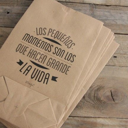 """Pack de 5 bolsas kraft """"Los pequeños momentos son los que hacen grande la vida"""". Se venden en: www.mrwonderfulshop.es #bolsa #kraft #DIY"""