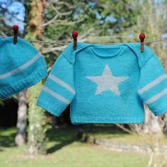 Layette ensemble turquoise/blanc naissance/1 mois brassière et bonnet neuf tricoté main