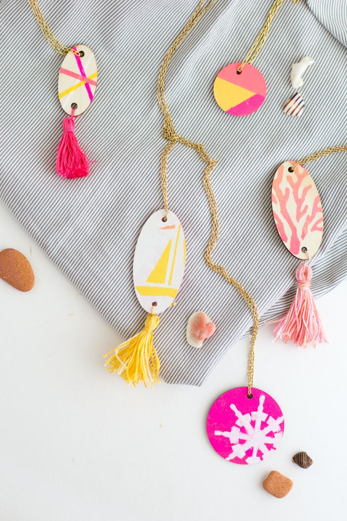 We love this wood pendant necklace DIY from #12monthsofmartha blogger, Flax & Twine! Craft your own with paints and stencils from #marthastewartcrafts: Pendant Necklace, Patterns Nautical, Craft, Color Patterns, Paint, Stencil