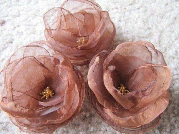 les 25 meilleures id es de la cat gorie fleurs en tissu sur pinterest papier de soie. Black Bedroom Furniture Sets. Home Design Ideas