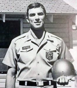 Tom Selleck in the Army National Guard and before the stache. Late 1960s. http://ift.tt/2AY1lOI