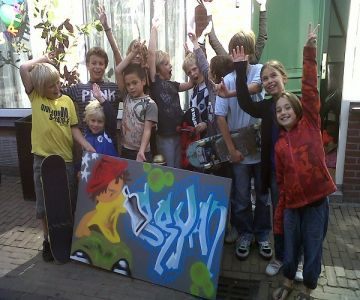 Boek een Graffiti workshop als kinderfeestje en maak samen met je vriendjes onder begeleiding een mooi kunstwerk. Vanaf € 15,- per kind!
