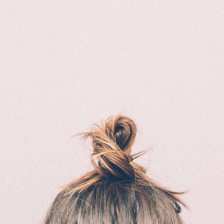 http://www.onlinemusthave.nl/nonchalante-knotjes/  Geen zin in los haar? Ga voor een nonchalant knotje! Bekijk de blog voor tips en tricks!   #hair #hairtools #fashion #style #love #trend