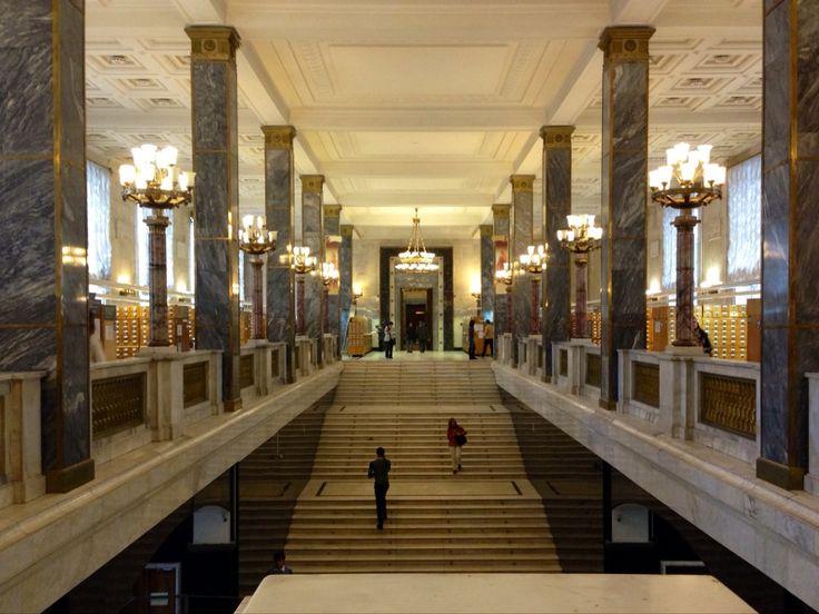 Крупнейшая библиотека России, где можно найти информацию по любой отрасли науки, находится в центре Москвы, практически в центре столицы. В Российской государственной библиотеке можно найти практически всё что угодно, поэтому часто студенты-историки на 3-5 курсах сидят здесь.