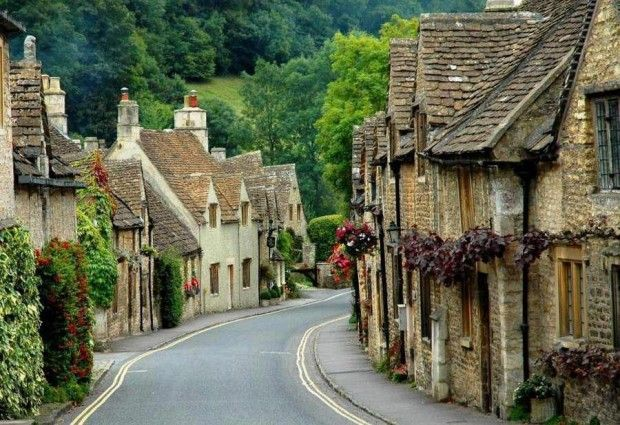 Malerisches englisches Dorf von Castle Combe in Wiltshire wiltshire malerisches englisches combe castle