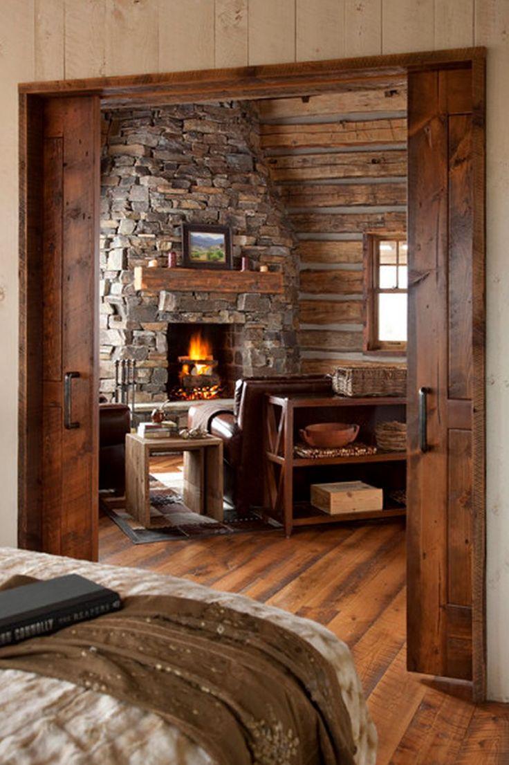 Casa mica din lemn cu interior rustic elegant. Arata wow!