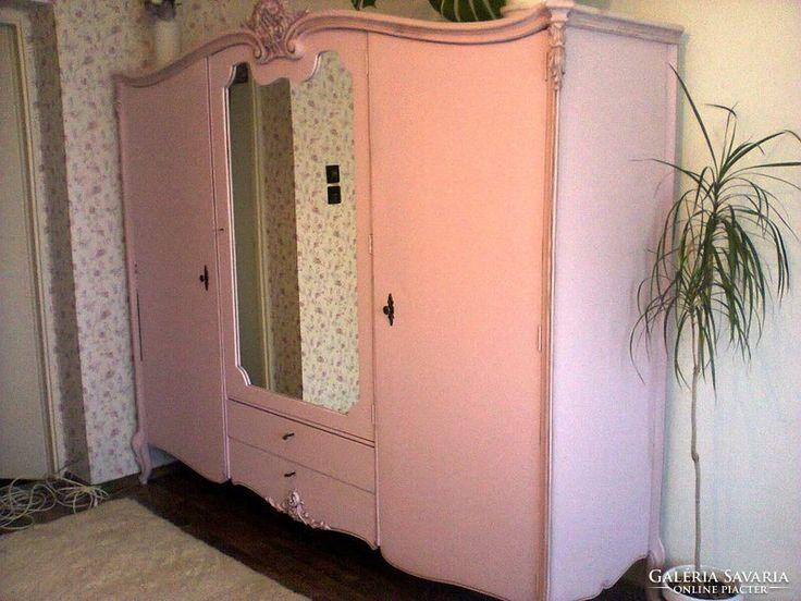 Provance stílusban felújított gardrób szekrény
