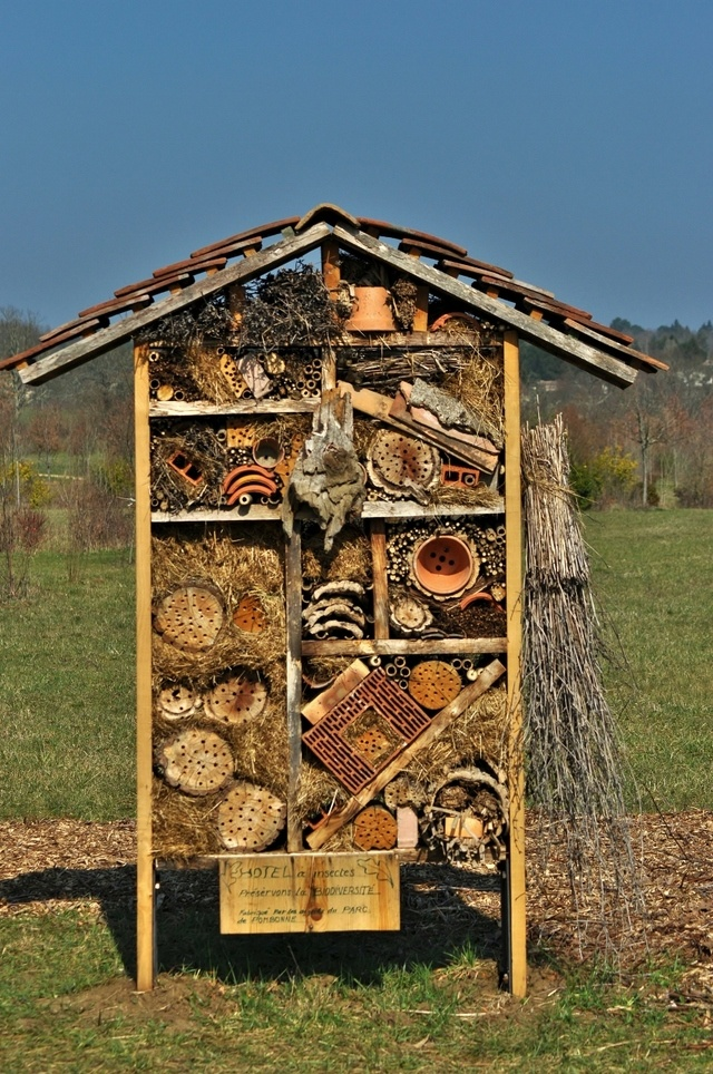 17 best images about bug hotels mason bees on pinterest. Black Bedroom Furniture Sets. Home Design Ideas