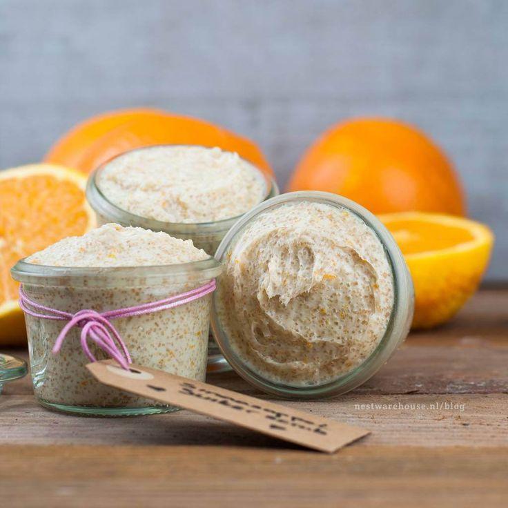 Verwen jezelf met deze heerlijke scrub, je maakt hem heel eenvoudig zelf! De kans is groot dat je de ingrediënten (kokosolie, suiker, honing en sinaasappel) al in huis hebt.