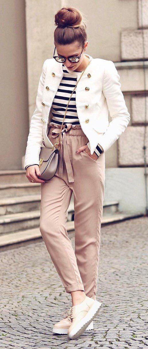 Wir lieben diese pastellfarbene Chiffon Hose mit hohem Bund!