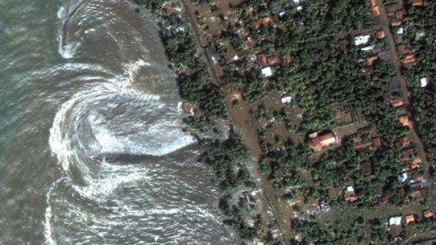 Siła uderzenia fali tsunami w ląd może być o 70 proc. większa. Warunkiem kształt plaży. http://tvnmeteo.tvn24.pl/informacje-pogoda/ciekawostki,49/sila-uderzenia-fali-tsunami-w-lad-moze-byc-o-70-proc-wieksza-warunkiem-ksztalt-plazy,148557,1,0.html