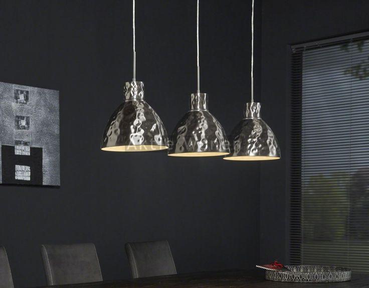Hamerslag hanglamp: de deuken in de kappen zijn er met de hand in gehamerd. Bezoek onze webshop of showroom om deze hamerslag hanglamp te bekijken.
