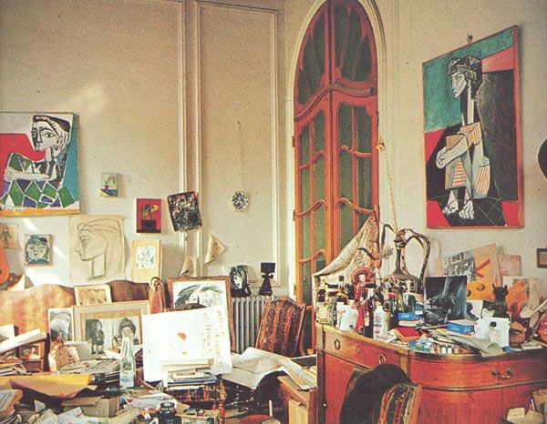 picasso's home. this makes me fell better about my own workspace. my desk unfortunately looks just like this. sigh.