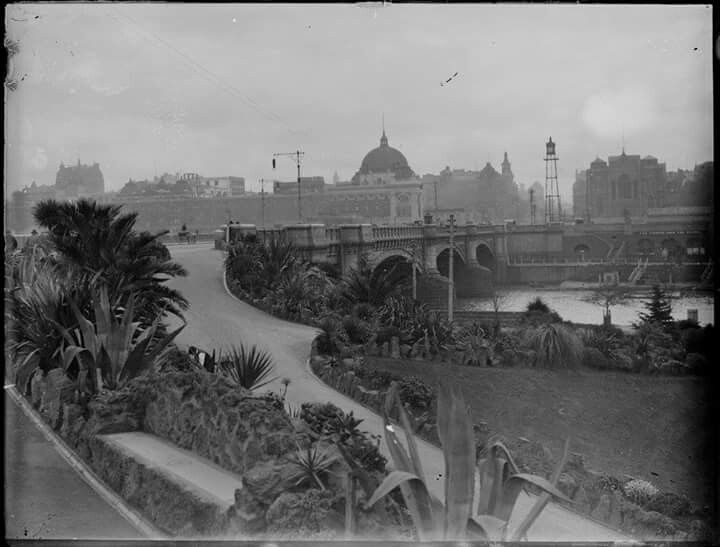 Beautiful view of the Alexandra Gardens,looking towards the Yarra River up to Princes Bridge and Flinders St Railway Station.Circa 1891-1914 . State Library of Victoria.