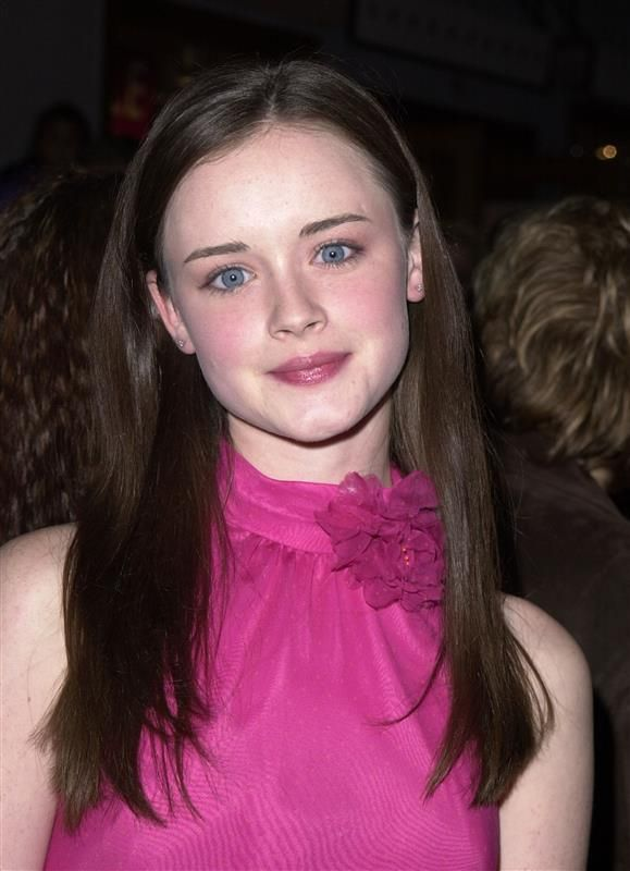 Alexis Bledel grew up speaking Spanish - Alexis Bledel: 10 things you don't know (but should!) about the 'Gilmore Girls' star