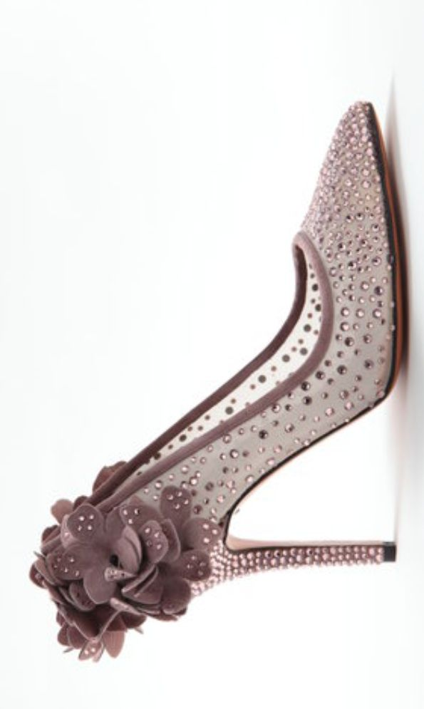 There are two shoe designers that fit my foot so well I almost don't have to try them on ... Bruno Magli SS 2014 and Cole Hann .... Love these ....