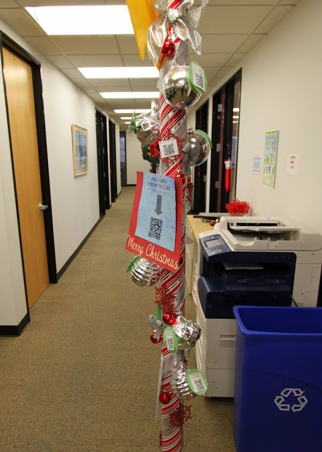 office holiday decor. the office holiday pole decorating contest decor