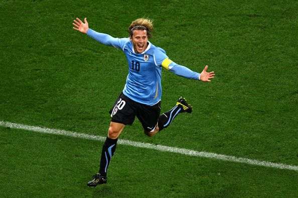 2010 world cup diego forlan - Google Search Diego Forlan the most valuable player of the 2010 World Cup.  Let's see if he can return to the stage in such great form.