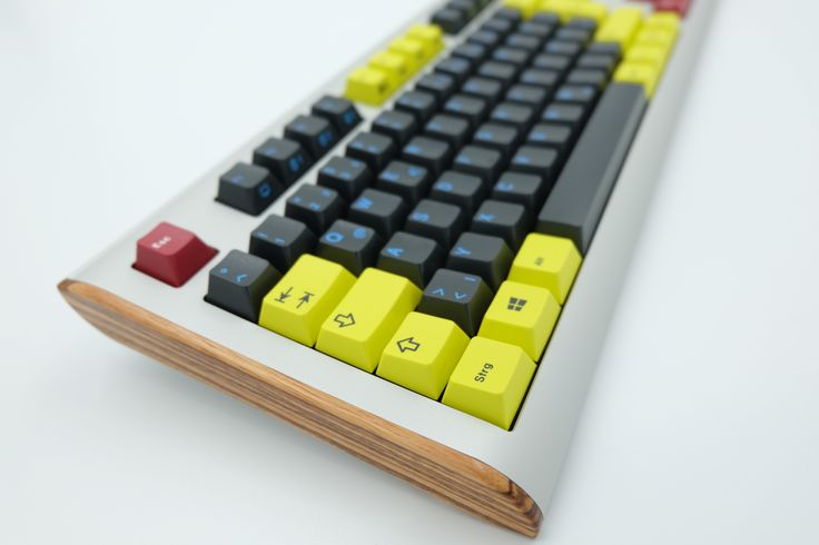 A special eye-catcher for every desk - create your #Q100 with wood side covers…