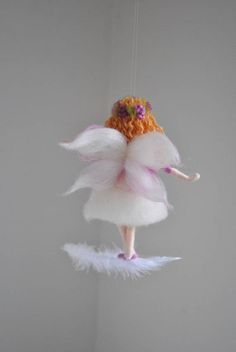 Hadas púrpura Felted muñeca lana Adorno: Hadas flor morada en