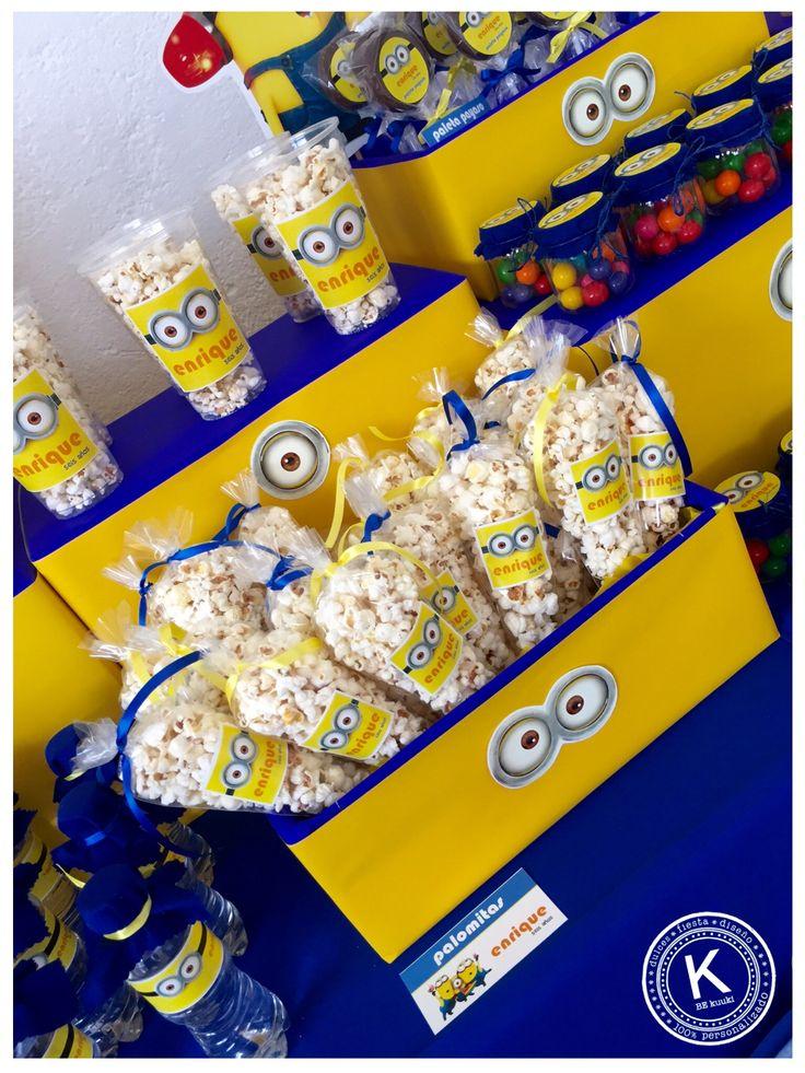 Mesa de dulces | candy bar | cumpleaños | minions | dulces | salado | fiesta | amarillo | azul | backdrop | palomitas | www.beKUUKI.com                                                                                                                                                     Más