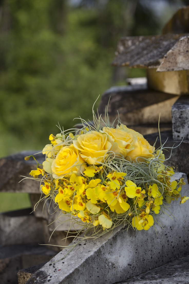 Spring and yellow! Our design for this bouquet! #bologna #wedding #emiliaromagna #italy