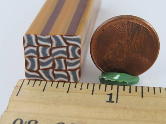 Basket weave, goud en zilver, polymeer klei suikerriet, Abstract van de polymeer klei wandelstokken, beperkte ontwerp zal niet worden herhaald.  Lengte: ongeveer 2 duim/5 cm. Diameter: 1/2 inch Hoeveelheid: 1 riet per bestelling  Schoon, fris en klaar om te gebruiken als u wilt, er zijn tal van mogelijkheden voor uw projecten. Polymeerklei stokken kunnen worden verminderd en gesneden (bij voorkeur zeer dun) vervolgens met hen maken sieraden, kralen, decoreren hulpmiddelen voor oppervlakken…