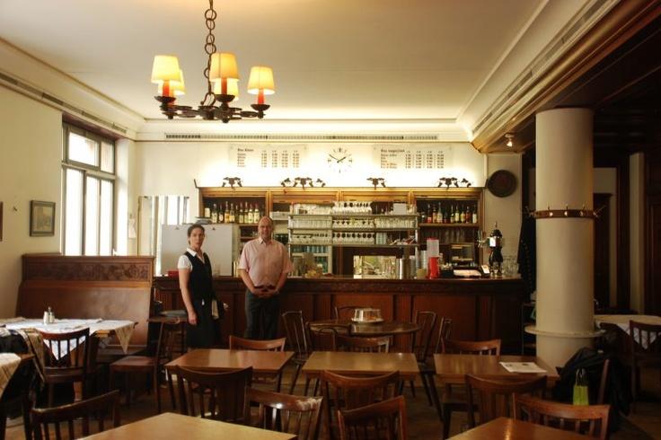 Café Romand. serves Swiss specialities including fondue (Sfr24/£15), rösti (Sfr26.50/£17) and choucroute (Sfr21/£14) in a traditional brasserie setting.