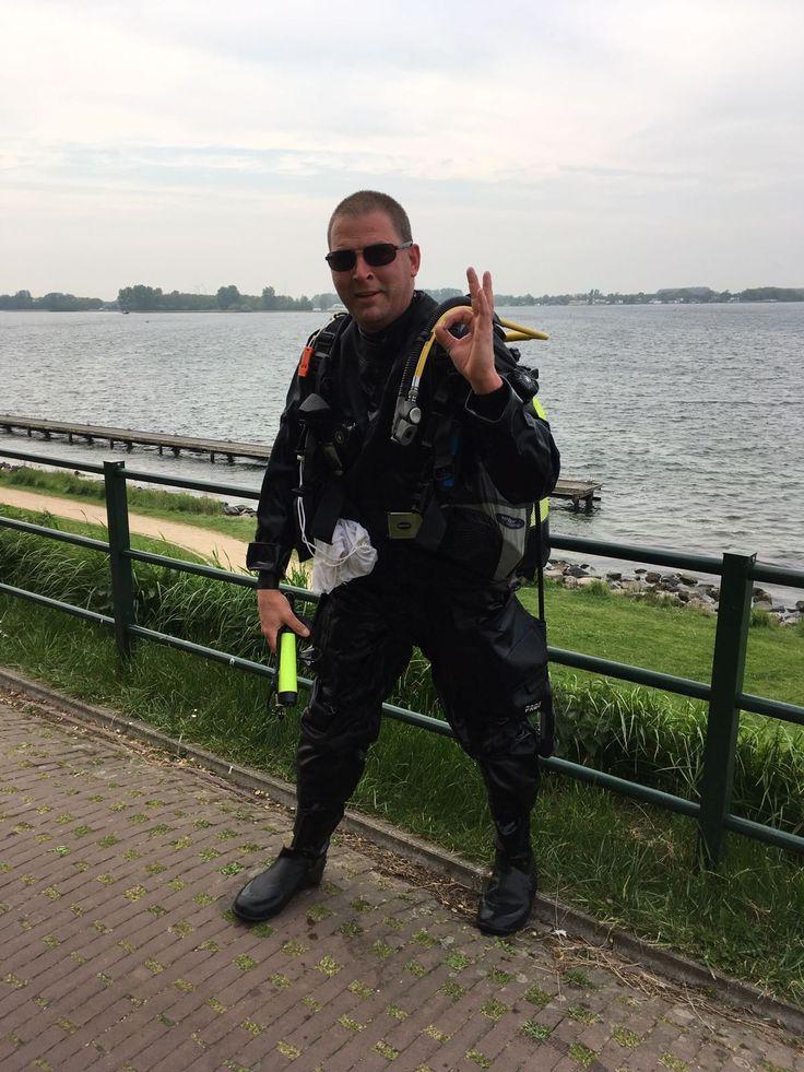 <p>Ray Ban bleef niet drijven, dus gingen wij maar duiken. De telefoon ging, ik hoorde een man met de vraag bent u bekend bij de haven in Veere? Niet weer dacht ik hahahaha er zit een verlies magneet op dat…</p>