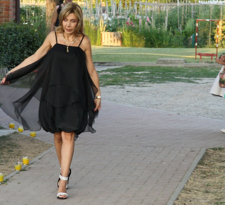 black baloon dress #bridesmais #littleblackdress #fashion