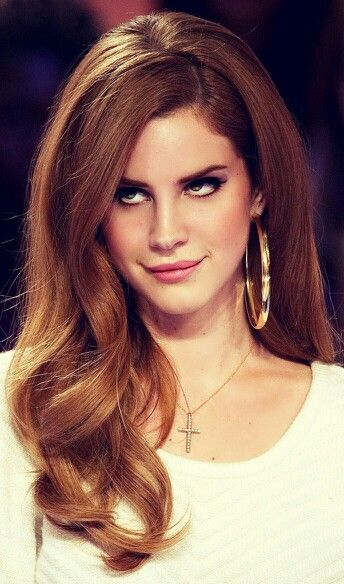 I dislike famale artists except Lana Del Rey, I absolutely love her