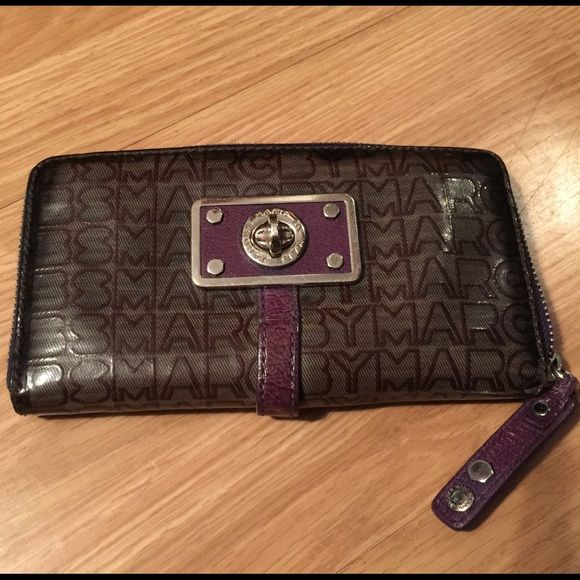 Authentic Marc Jacobs wallet Used Marc Jacobs Wallet but still has life. The only thing is the zipper pull may go soon. See last pic. As is. Marc Jacobs Bags Wallets