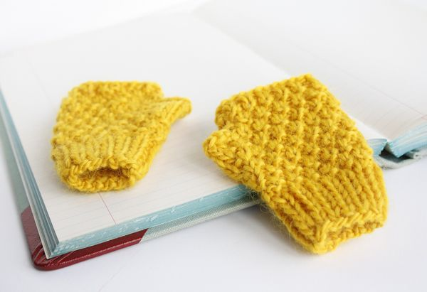 Kid knits: Free knitting patterns for babies - Mini-me mittens