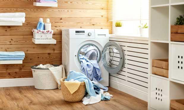 """Você sabia que é importante lavar a máquina de lavar periodicamente? Essa informação pode ser novidade para muitos, já que esse eletrodoméstico é responsável pela limpeza de outros itens. No entanto, fazer a higienização da máquina não só tira todas as impurezas e bactérias que ela recebe de itens como panos de chão, roupas suadas … Continue lendo """"Você sabia que precisa lavar sua lavadora?"""""""