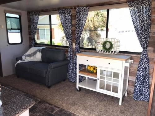 10 Gorgeous Farmhouse Style Rv Makeovers Relooking Camping Car Caravane Reamenagee Et Decoration