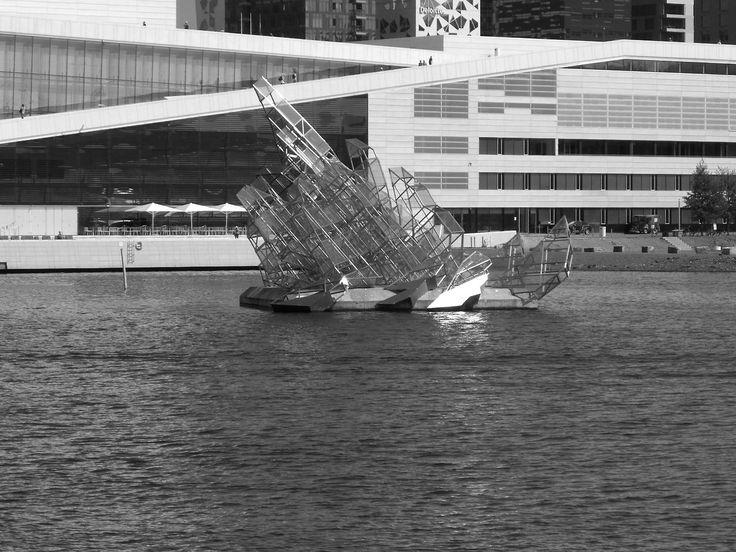 Norway - Strange ship in Oslo (photo by Sebastiano Piotti)