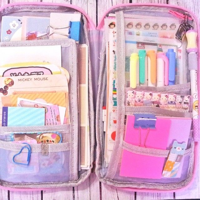 Ooohh look, it's one of my favourite stationery cases, yet again! I love them so much :)