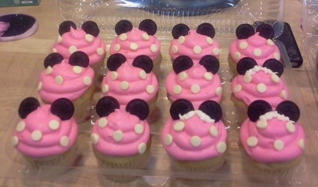 Minnie Mouse cupcakes!! :D