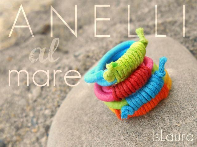 Primo giorno di mare: anelli  Anelli creati con elastici per capelli e cordini cerati
