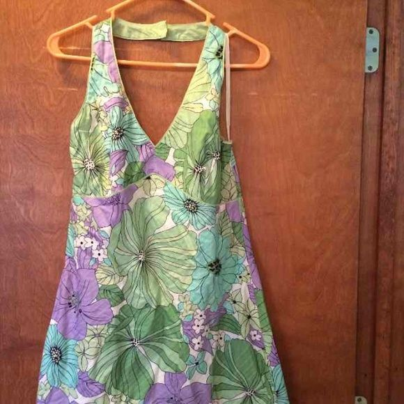 Size 12 Ann Taylor LOFT Like new Size 12 Ann Taylor LOFT halter dress Great for summer Smoke free Same or next day shipping Ann Taylor Dresses
