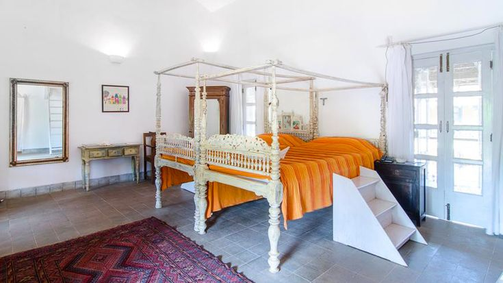 Something you don't see often! SINGLE 4-poster beds! TO ENQUIRE OR BOOK: https://www.tripzuki.com/hotels/sur-la-mer-goa/