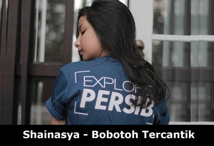 Jangan ngaku Bobotoh kalau ga tauShainasya Sheaehan. Siapa sih sebenarnya sosok cewek cantik yang ngaku cinta Persib Bandung ini?